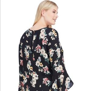 Vince Camuto Tops - Vince Camuto Flared Sleeve Floral Blouse